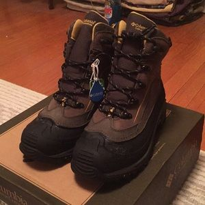 Columbia snow boots size 8